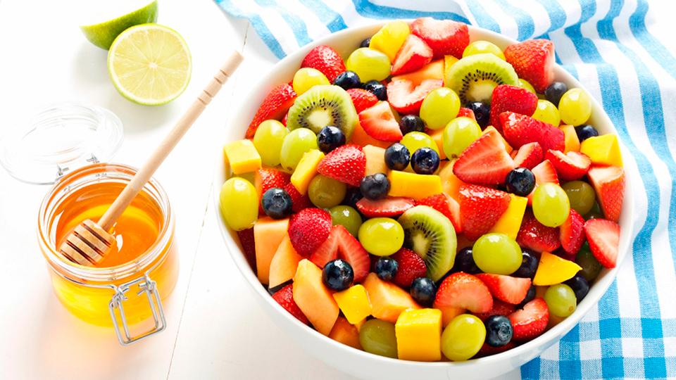 Salată de fructe. Un desert sănătos în 5 minute